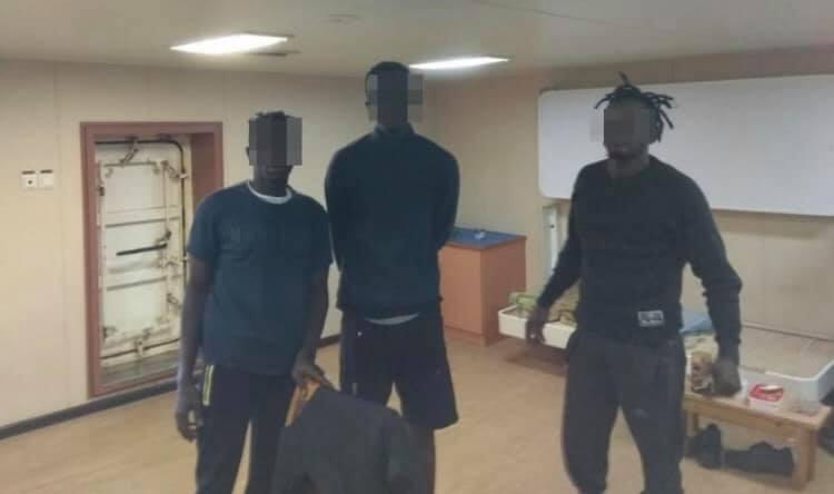 В Николаеве пограничники обнаружили судно с нелегальными мигрантами (ФОТО) ️