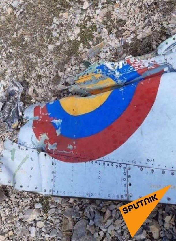 Армянские военные показали свой сбитый самолет 5