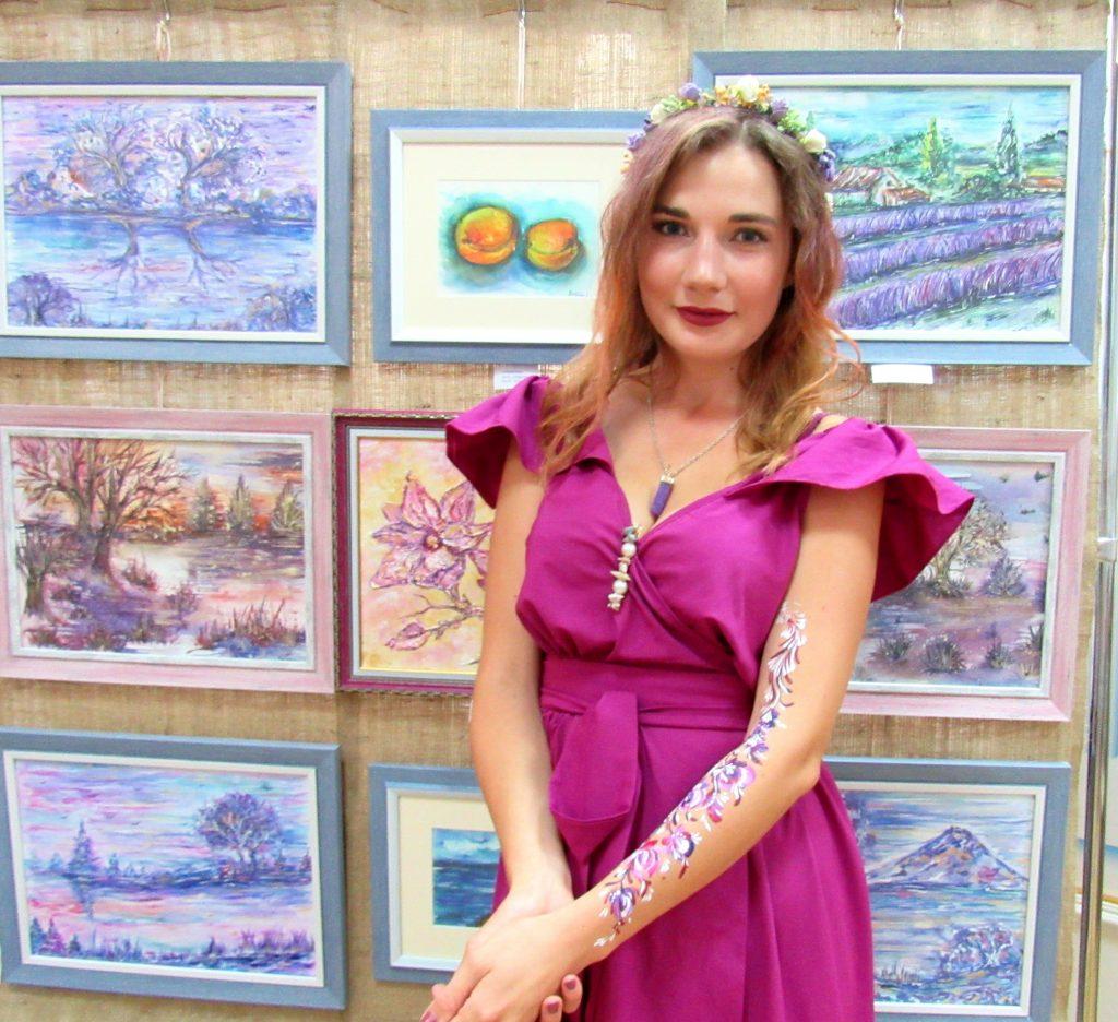 В Николаеве открылась выставка «Цветная мелодия души» Стефании Чаплыгиной (ФОТО) 5