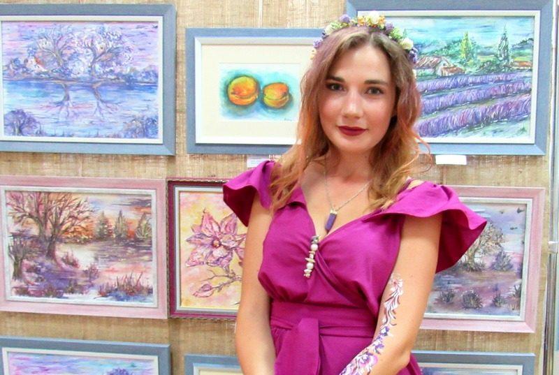 В Николаеве открылась выставка «Цветная мелодия души» Стефании Чаплыгиной (ФОТО)