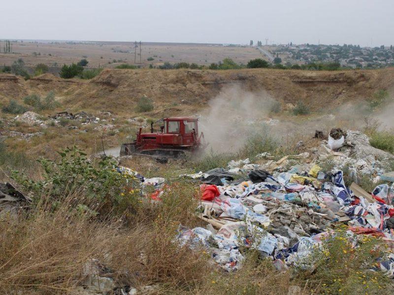 Дымящую незаконную свалку в Терновке рекультивируют – власти Николаева (ФОТО)