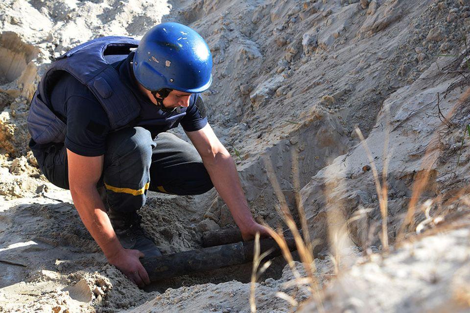 На Николаевщине пиротехники ГСЧС обезвредили 81 взрывоопасный предмет, найденный на Кинбурнской косе (ФОТО, ВИДЕО) 5