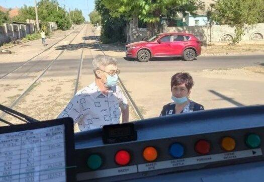 В Николаеве нарушители карантина толпой набросились водительницу трамвая – у пострадавшей перелом