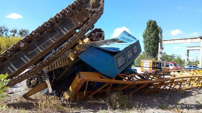 Строительный кран с водителем перевернулся в Харькове (ФОТО)