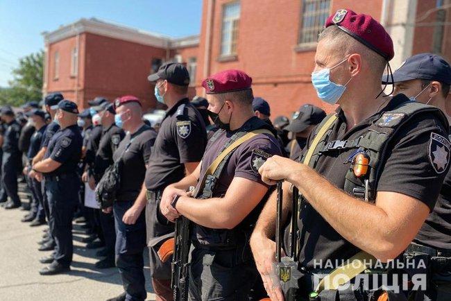 Более 560 полицейских со всей Украины прибыли в Умань для обеспечения безопасности (ФОТО)