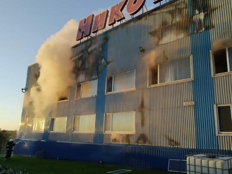 В Николаеве ранним утром тушили пожар на текстильной фабрике «Никотекс» (ФОТО)