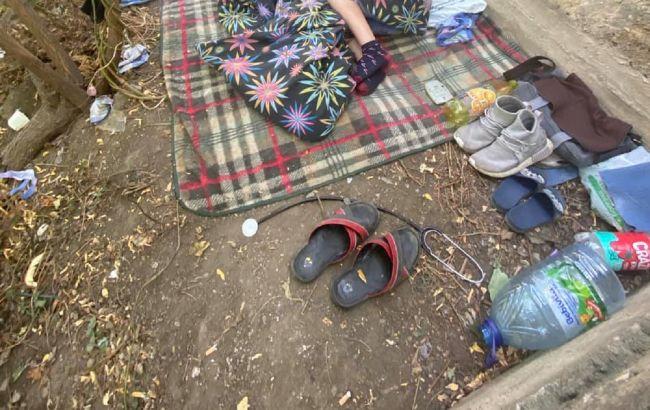 В Одессе девятилетний мальчик с инвалидностью жил в парке (ФОТО)