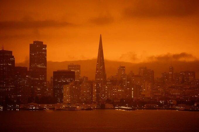 «Марсианский» рассвет: видео с окутанного дымом пожаров Сан-Франциско (ФОТО, ВИДЕО)
