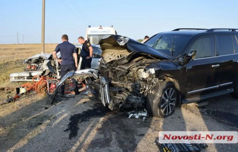 В Николаеве Toyota выехала на встречную полосу и таранила Daewoo (ФОТО)