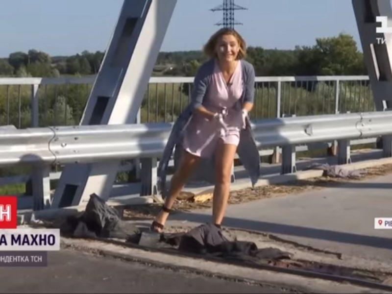 В Ровенской области мост «починили» тряпками, куртками и штанами (ВИДЕО)