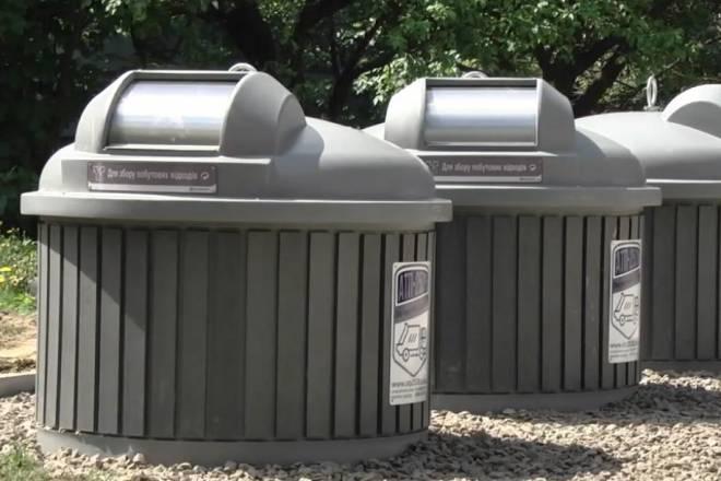 Первые девять подземных контейнеров для мусора в Николаеве ждут прибытия спецмашины