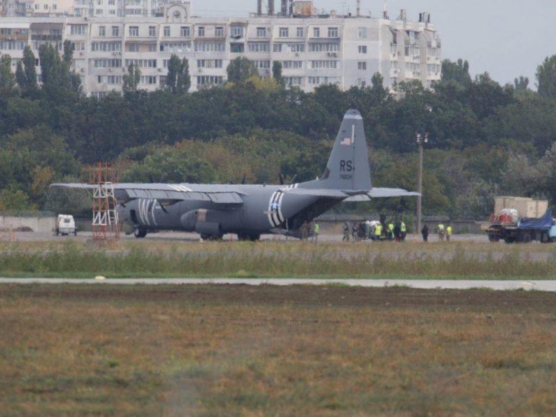 Американский военно-транспортный самолет совершил аварийную посадку в Одессе — СМИ