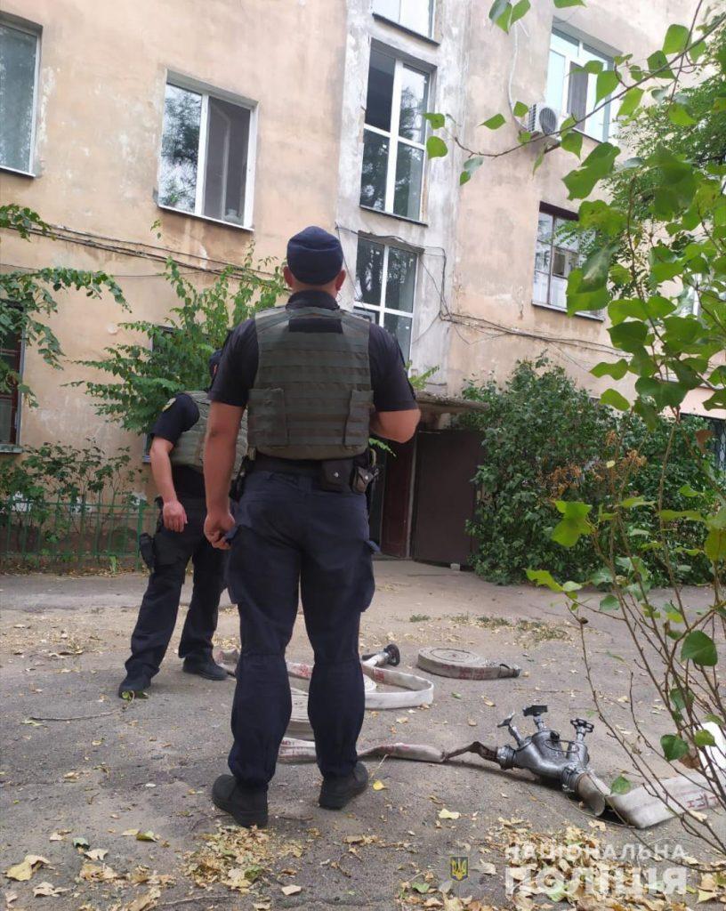 В Николаеве неадекват грозил взорвать многоквартирный дом вместе со своей матерью (ФОТО) 5