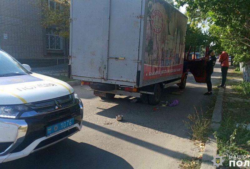 В Очакове грузовик, сдавая назад, насмерть задавил женщину (ФОТО)
