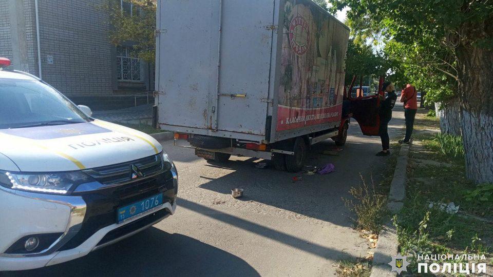 В Очакове грузовик, сдавая назад, насмерть задавил женщину (ФОТО) 1