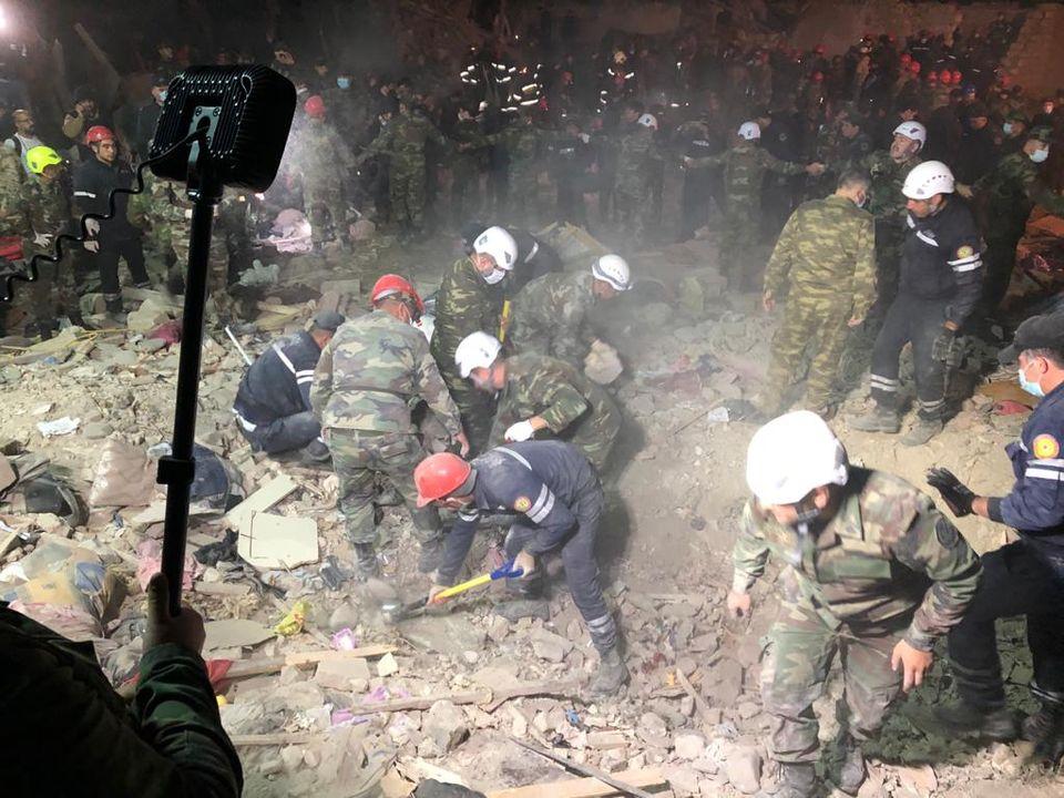 В жилые кварталы одного из крупнейших городов Азербайджана попали две ракеты: 12 человек погибли и более 40 ранены (ФОТО, ВИДЕО) 3