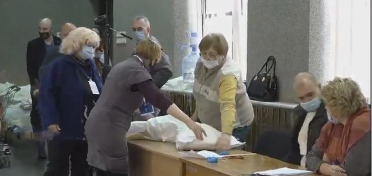 Центральная районная в городе Николаеве ТИК приступила к пересчету бюллетеней участковых избирательных комиссий