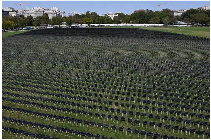 Напротив Белого дома установили 20 тысяч пустых стульев в память об умерших от COVID-19 (ФОТО, ВИДЕО) 3
