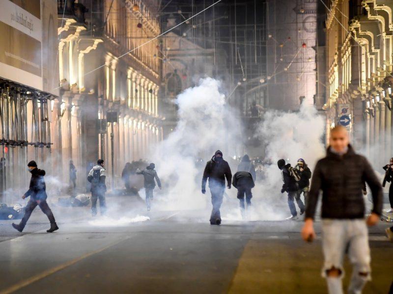 В Неаполе на антикарантинный протест вышла… мафия
