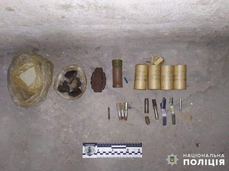 В Николаеве полиция ищет того, кто оставил корпус от гранаты и взрывчатку в подвале жилого дома (ФОТО)