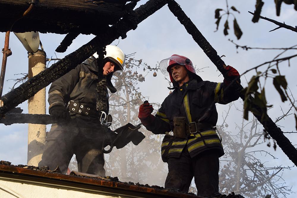 В Широкой Балке горел дачный домик (ФОТО, ВИДЕО) 1