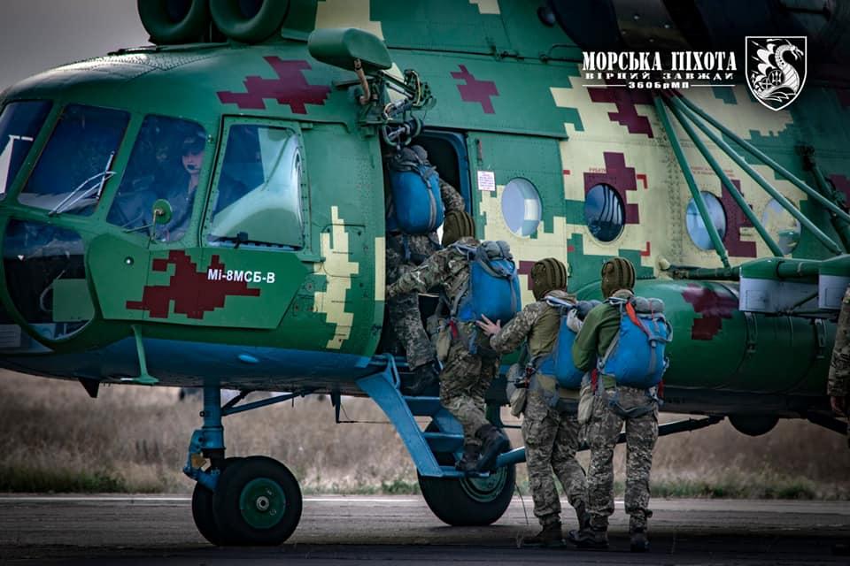 Николаевские морпехи отработали на Донетчине десантирование парашютным способом (ФОТО) 1