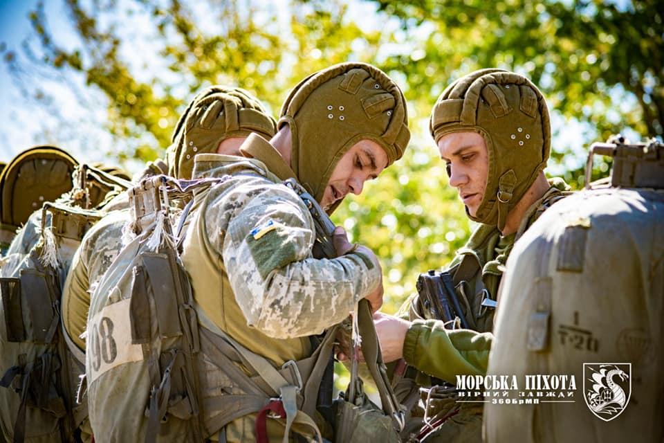 Николаевские морпехи отработали на Донетчине десантирование парашютным способом (ФОТО) 19