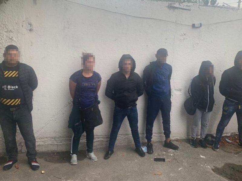 Карманники пытались купить протекцию начальника полиции вокзала Киева (ФОТО, ВИДЕО)