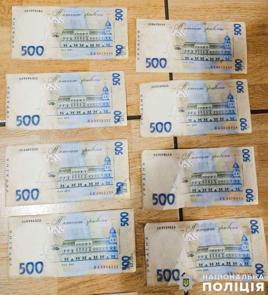 На Николаевщине задержали мужчину, который пытался рассчитаться за покупку автомобиля фальшивыми деньгами, но был уличен владельцем (ФОТО, ВИДЕО) 3