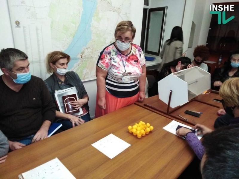 Николаевский горизбирком жеребьевкой определил порядок партий в бюллетене на выборах депутатов Николаевского горсовета (ФОТО)