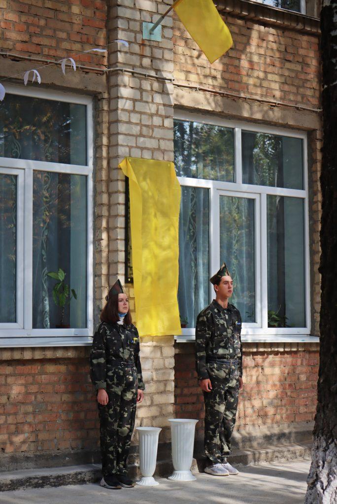 На николаевской школе №14 открыли мемориальную доску погибшему на Донбассе защитнику Роману Климову (ФОТО) 3