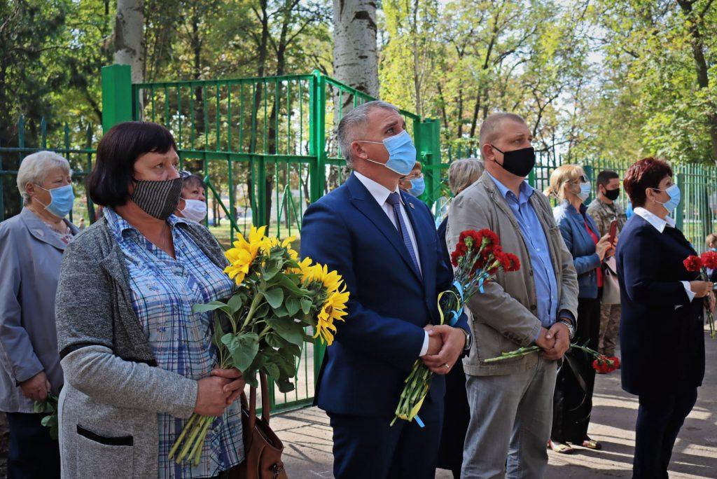 На николаевской школе №14 открыли мемориальную доску погибшему на Донбассе защитнику Роману Климову (ФОТО) 7