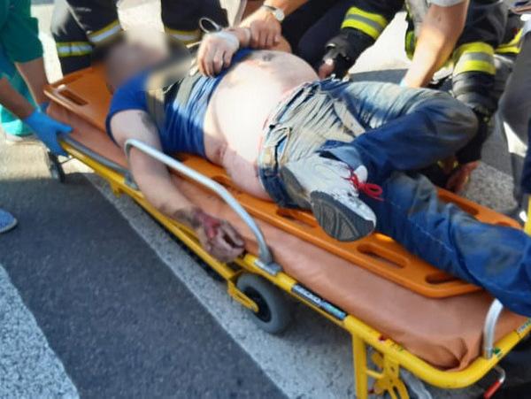 В Николаеве спасатели достали из-под троллейбуса сбитого пешехода (ФОТО) 3