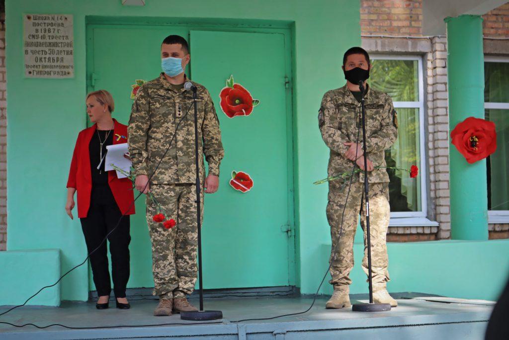 На николаевской школе №14 открыли мемориальную доску погибшему на Донбассе защитнику Роману Климову (ФОТО) 17