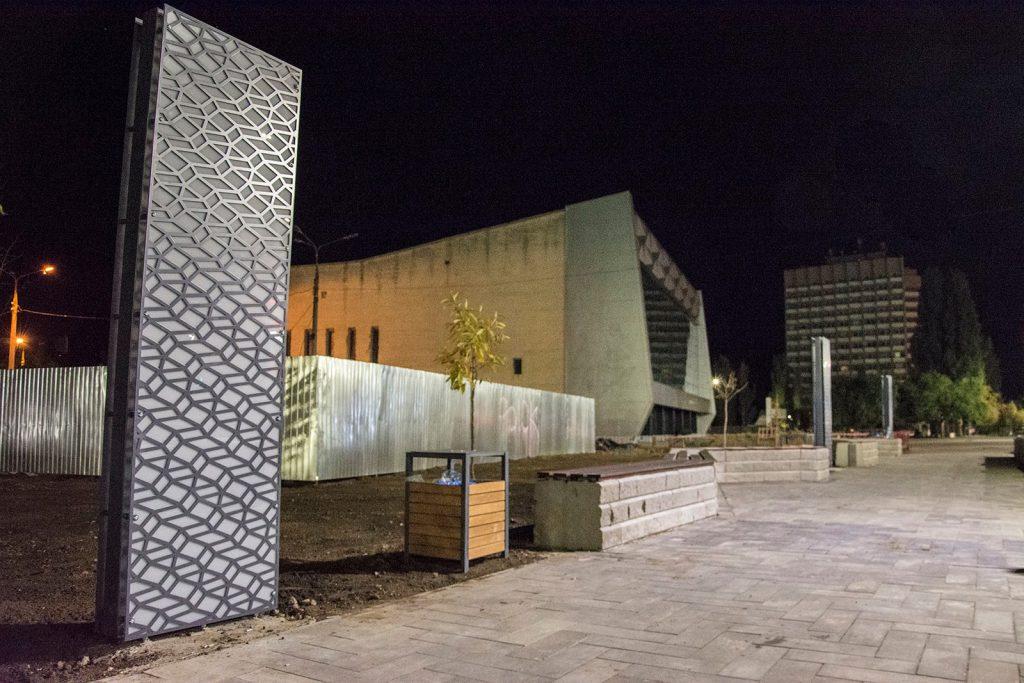 Еще одно место для селфи. В Николаеве возле «Надежды» установили двухметровые световые панели (ФОТО) 3