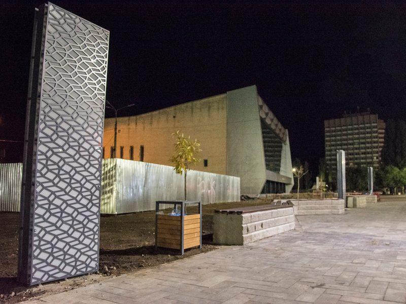 Еще одно место для селфи. В Николаеве возле «Надежды» установили двухметровые световые панели (ФОТО)