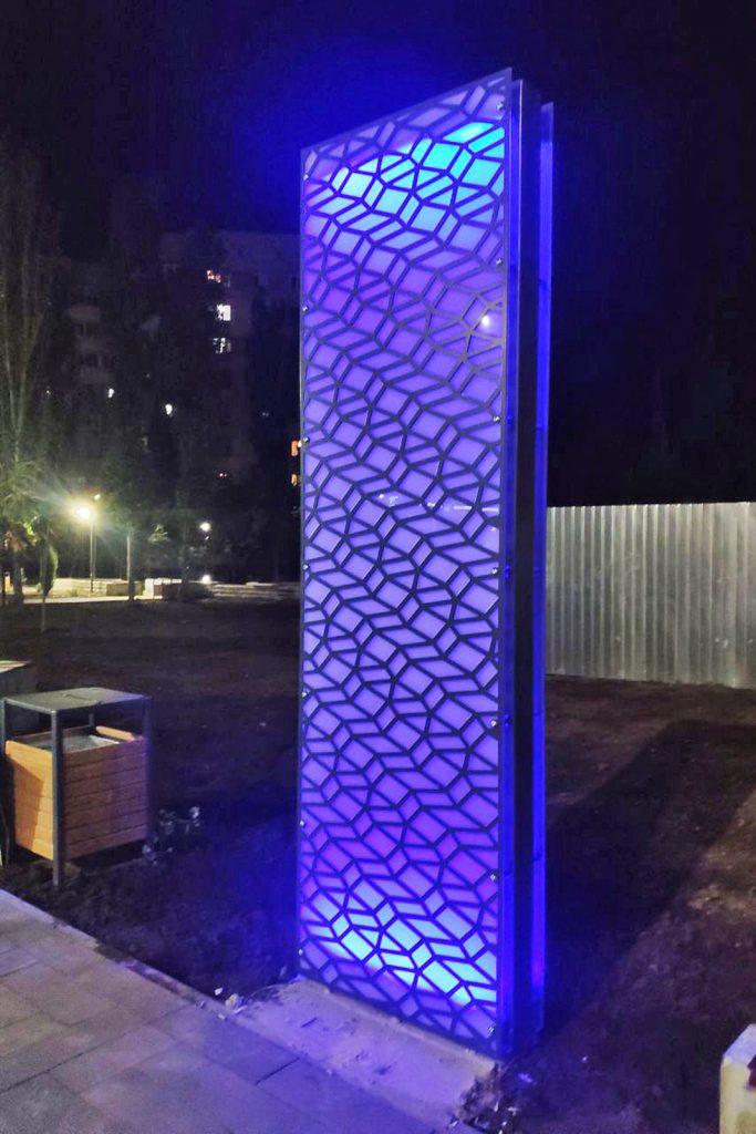 Еще одно место для селфи. В Николаеве возле «Надежды» установили двухметровые световые панели (ФОТО) 1
