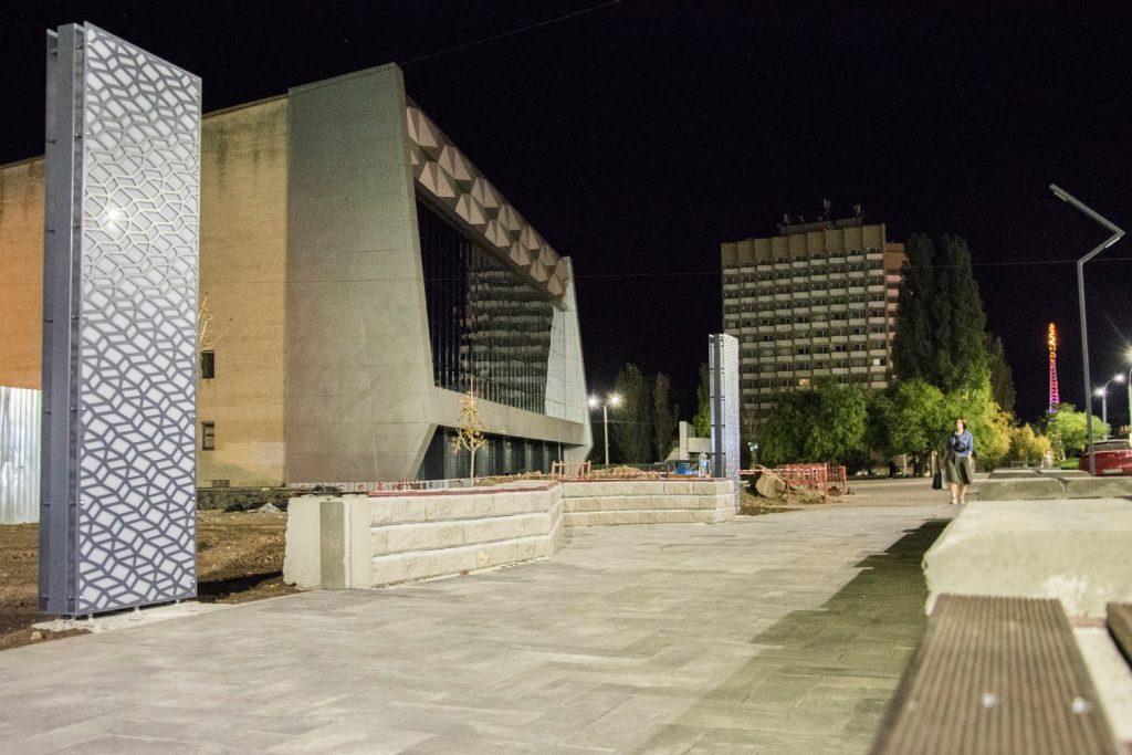 Еще одно место для селфи. В Николаеве возле «Надежды» установили двухметровые световые панели (ФОТО) 13