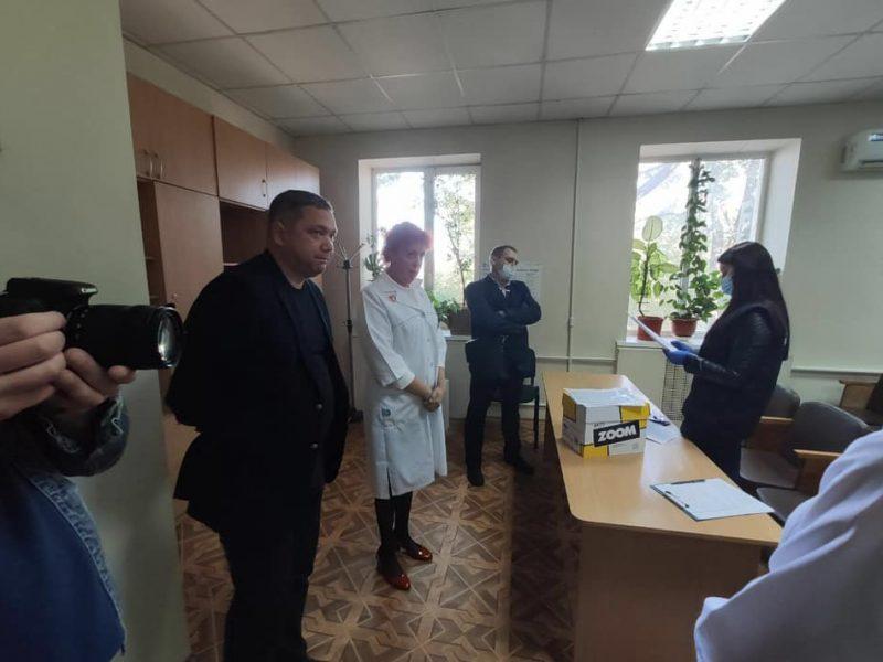 В Николаевскую областную инфекционку пришла полиция — с обысками по делу о подкупе избирателей