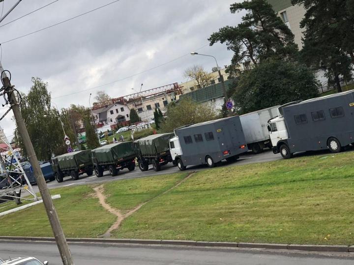 В центр Минска стягивают военную технику, ожидается новый митинг (ВИДЕО)