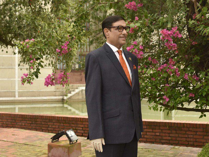 Министр из Бангладеш публикует много однообразных снимков. Он выложил 10 тысяч фото и стал звездой интернета (ФОТО)