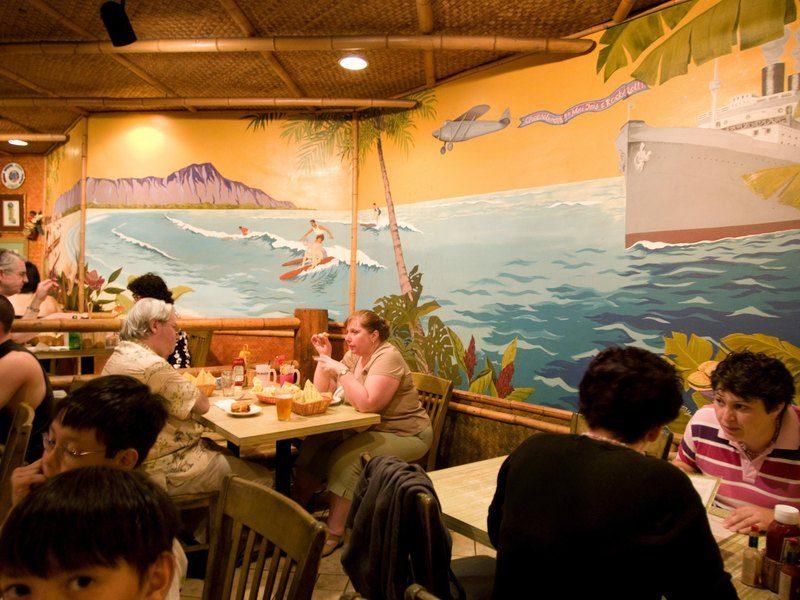 Чтобы во время пандемии безработным не было скучно, на Гавайях им выделят по $500 на походы в рестораны