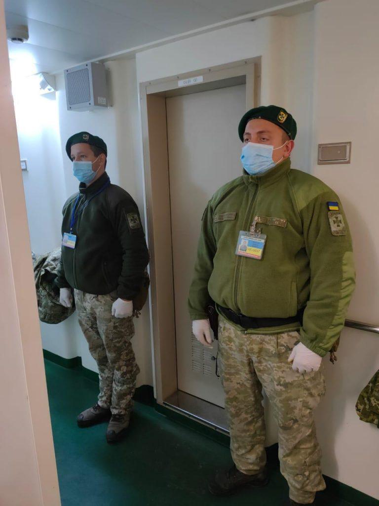 Дуплет: на судне, зашедшем в один из портов Николаева, пограничники нашли и нелегалов, и наркотики (ФОТО) 3