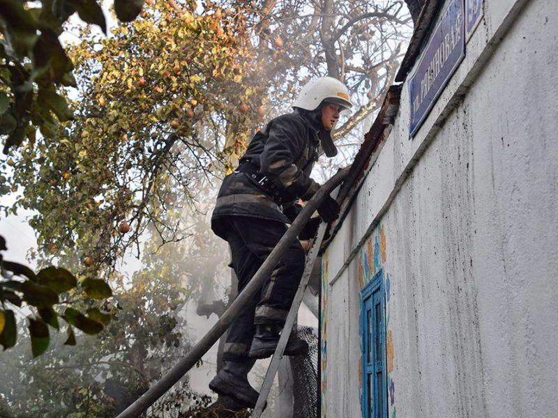 В Широкой Балке горел дачный домик (ФОТО, ВИДЕО)