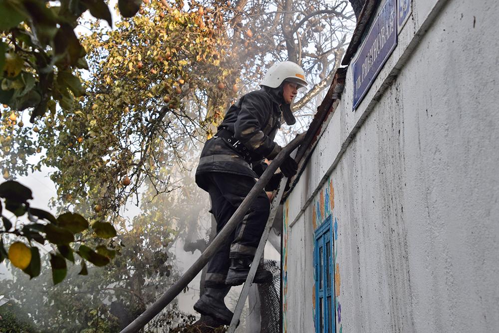 В Широкой Балке горел дачный домик (ФОТО, ВИДЕО) 3