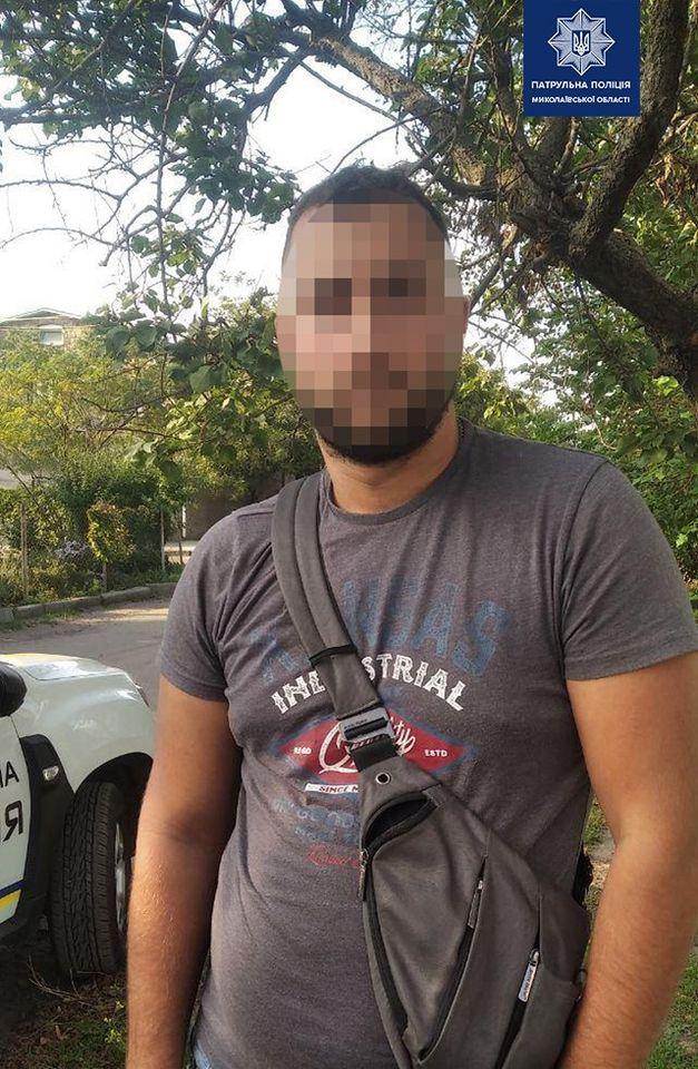 В Николаеве патрульные задержали очередных «закладчиков» наркотиков (ФОТО) 3