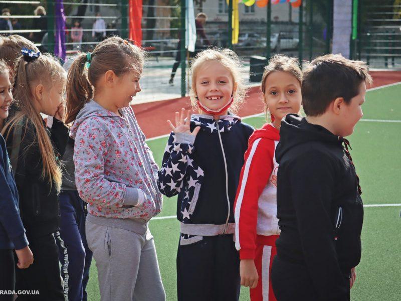 В николаевской школе №53 открыли сразу 4 реконструированных спортивных объекта (ФОТО)