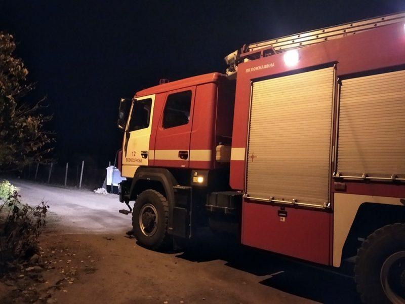 В Вознесенске мужчина сам попытался потушить пожар в хозпостройке – пожарные и его спасли, и возгорание затушили (ФОТО)