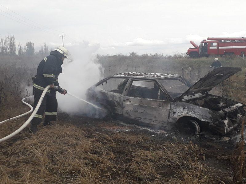 На Николаевщине из-за перегрева двигателя сгорел ВАЗ
