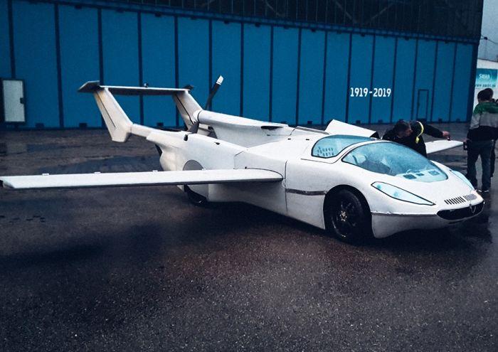 В Словакии испытали летающий автомобиль-трансформер (ВИДЕО)